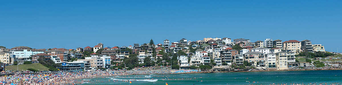 Lots of people in Bondi beach, Sidney, Australia